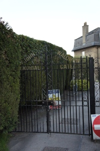 Hedge and gate